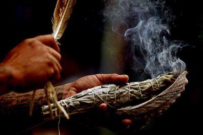 Smudging: de kracht van heilige rook